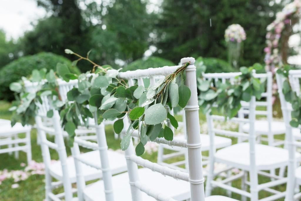 Chaises pour cérémonie laïque de mariage en extérieur