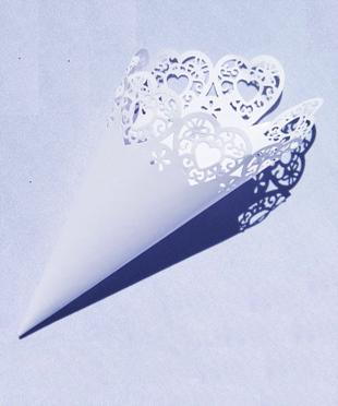 Cônes en papier pour pétales de rose ou confettis