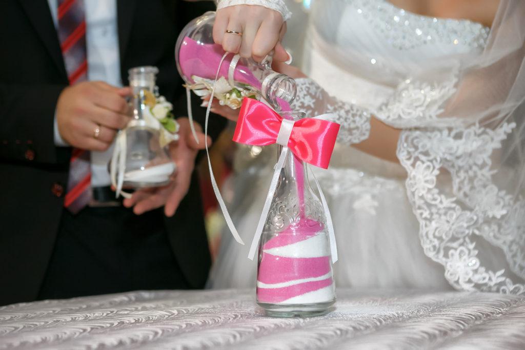 Le rituel du sable pendant la cérémonie de mariage