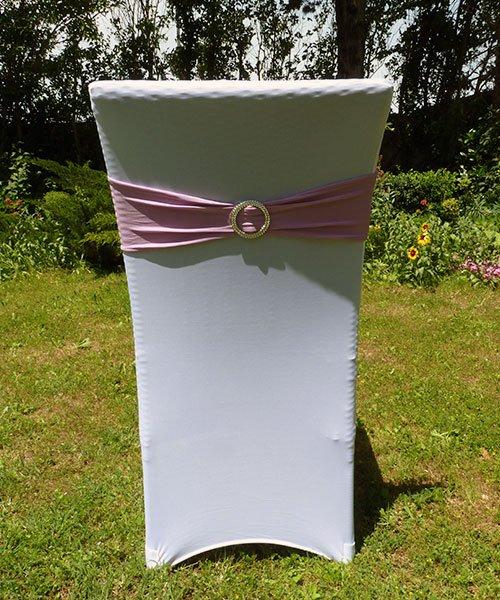 Bandeau de chaise rose en location