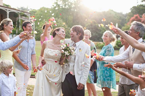 Quoi jeter aux mariés à la sortie de cérémonie ?